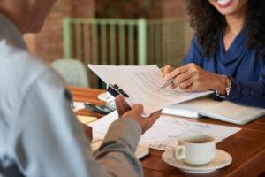 Como analisar um contrato de representação comercial?